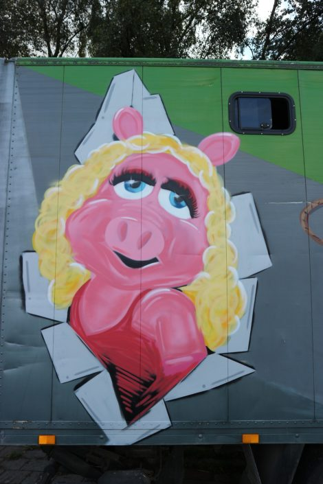 Close-up of miss Piggy graffiti