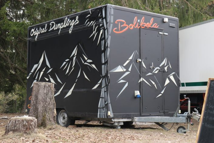Spraypainted foodtruck for Bolibola
