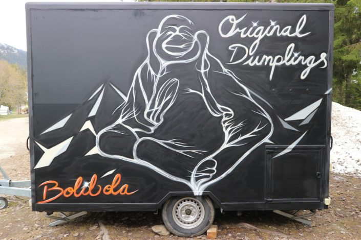 Spray painted the original dumpling food truck for Bolibola in Crans-Montana. The abstract mountains, the bamboo and the bonsai give it an Asian/fusion feeling.
